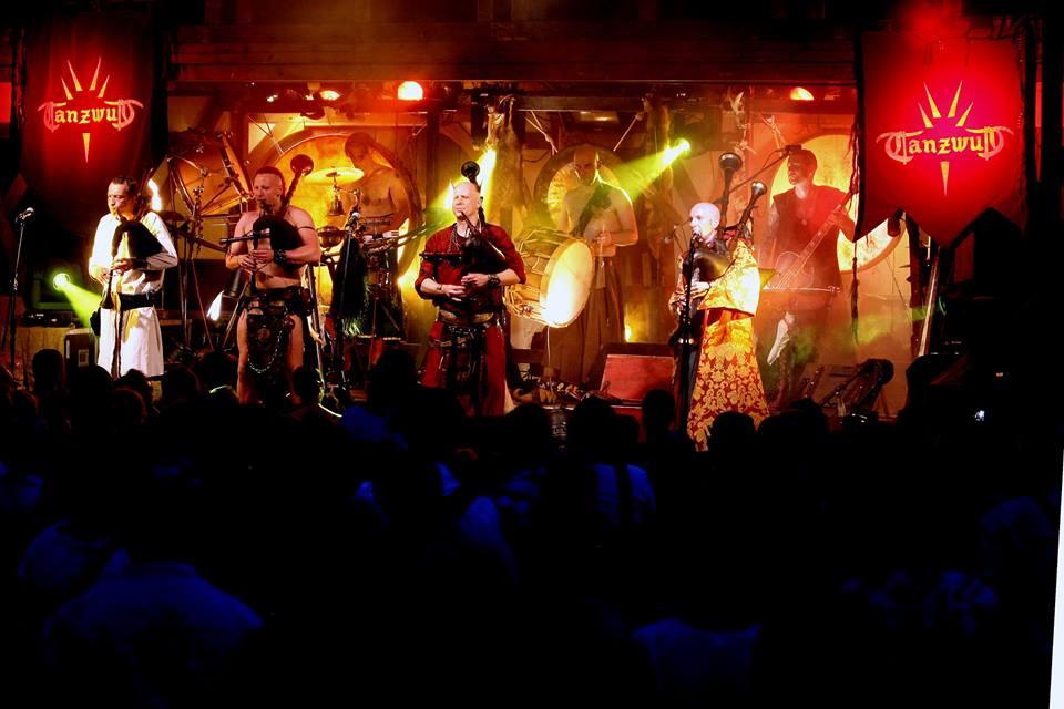 Die Mittelalter-Rock-Band Tanzwut gastiert in Minden und setzt auf fulminante Bühnenshows. Foto: PR